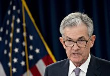 Powell Faces Tightrope Act Framing Potential Pause on Fed Rate Cuts