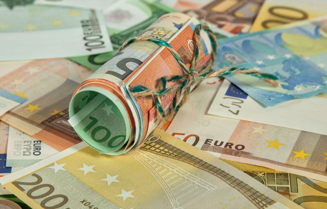 Bleak Economic Data Did Little to Support Euro
