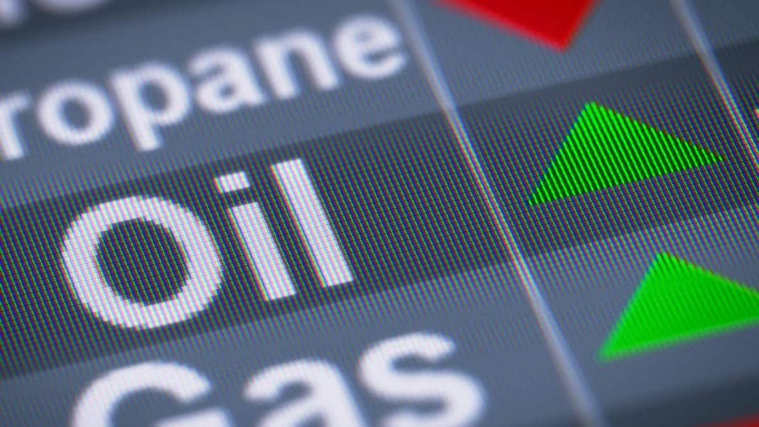 Oil Market Directionless Amid Conflicting Signals