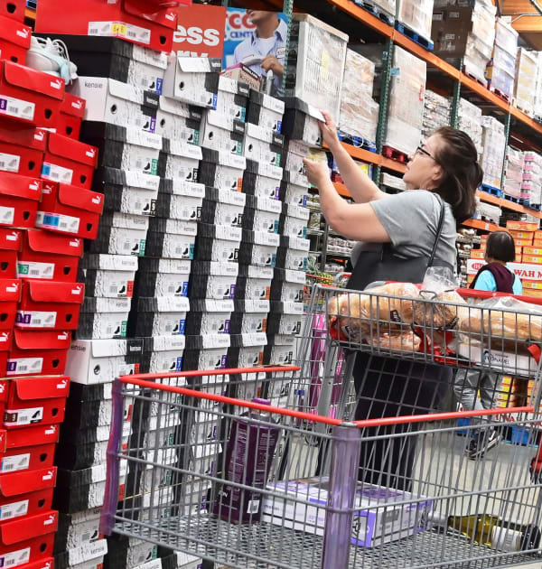 US retail sales rose less than expected 0.2% in November