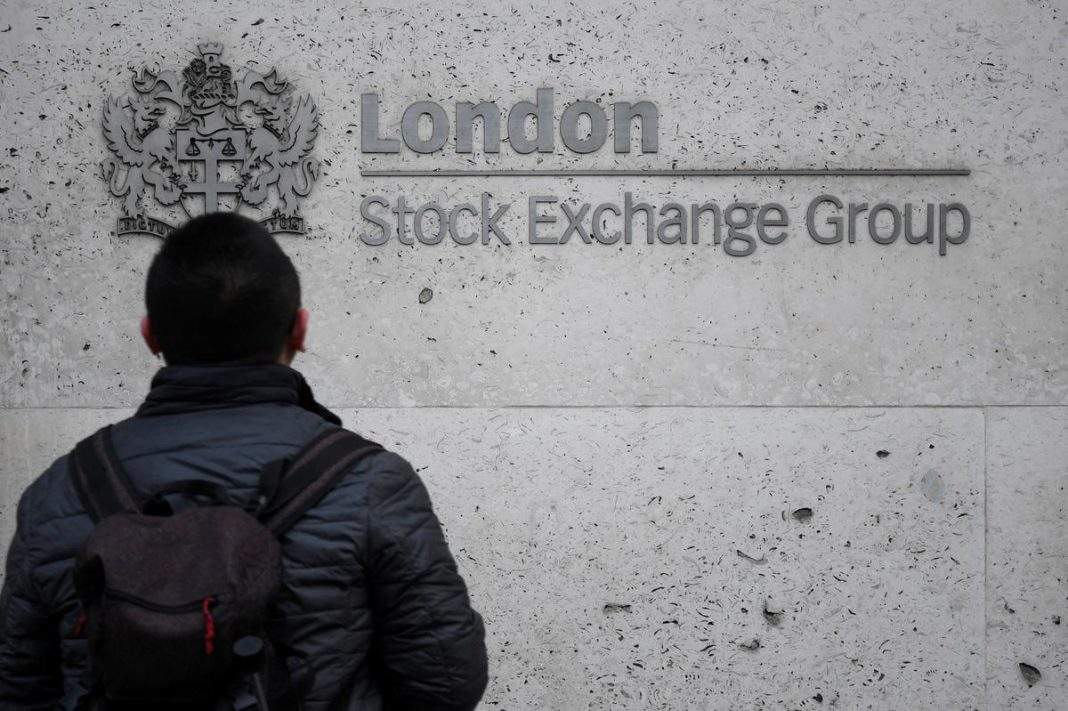 Global stocks tumble over China epidemic worries