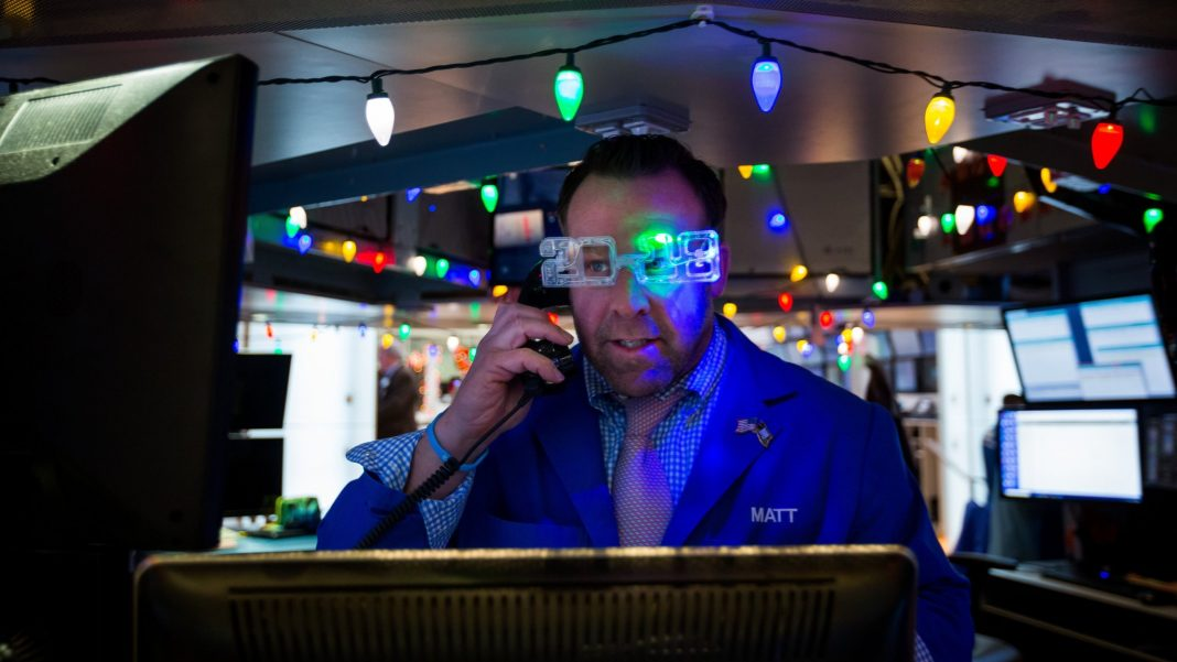 Global stocks mostly lower on year-end profit taking