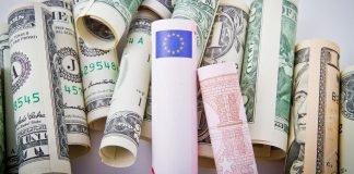Euro struggles to hold above 1.10 ahead of FOMC
