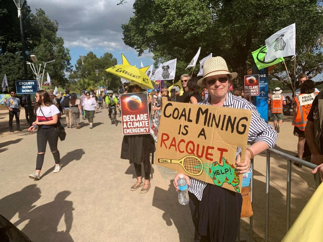 As bushfires and floods fuel public concerns in Australia about global warming, the country's powerful mining lobby is facing increasing pressure from investors to drop support for new coal mines, according to a dozen interviews with shareholders in global mining companies
