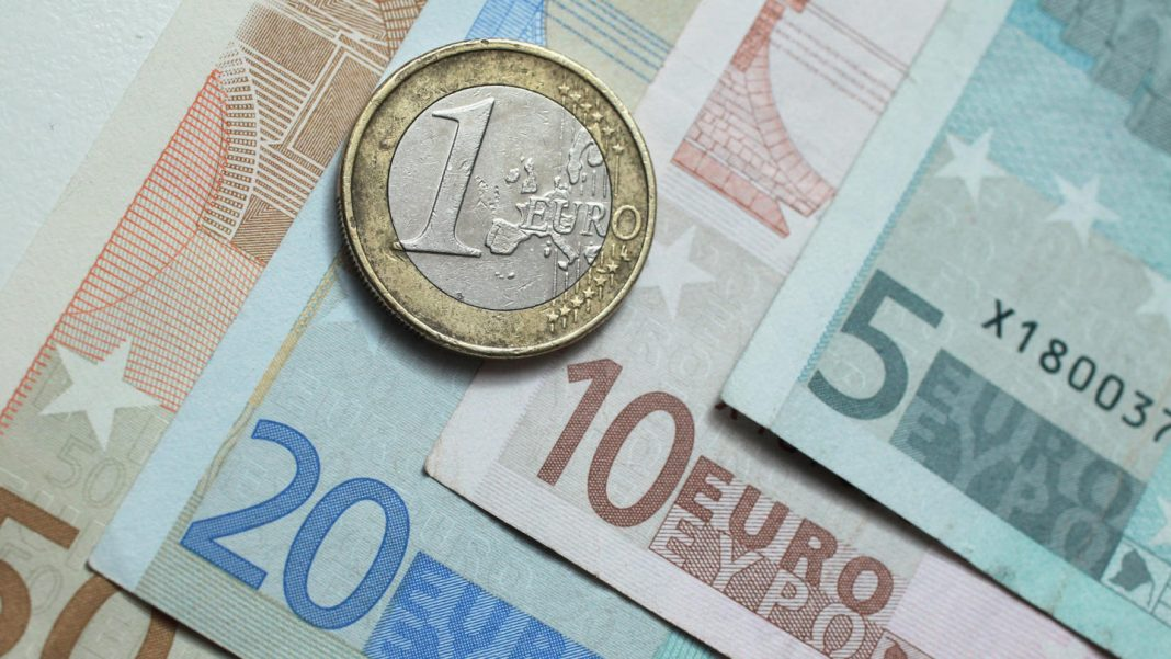 EURUSD could retest the 1.12 handle should the downside pressure surrounding the greenback reemerge