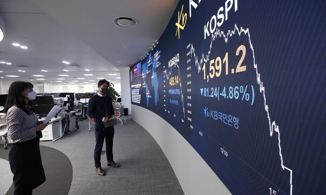 Japanese stocks advanced on Wednesday after Wall Street staged a strong rebound as policymakers across the world cobbled together packages to counter the severe restrictions on various regular activities aiming at slowing the spread of the coronavirus.