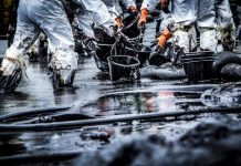 Oil spill cleanup. (Credit: Shutterstock/Tigergallery)