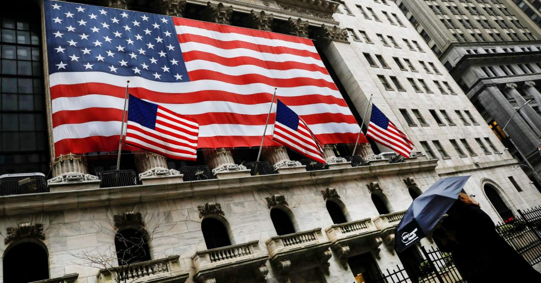 U.S. stock index futures rebounded on Wednesday as upbeat quarterly earnings reports lifted investor sentiment following a two-day selloff due to a record crash in oil prices, even as companies warned of more pain in the coming months.