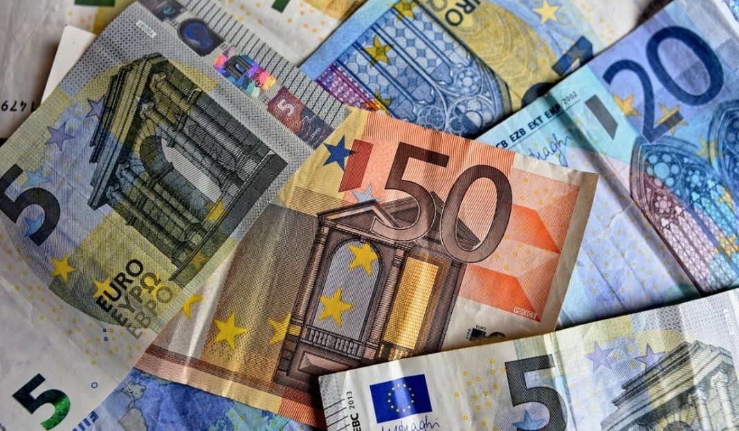 The euro remains vulnerable to further losses, with downside risks persisting in the short term