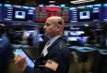 Traders work on the floor at the New York Stock Exchange (NYSE) in New York City, U.S., November 12, 2018. REUTERS/Brendan McDermid